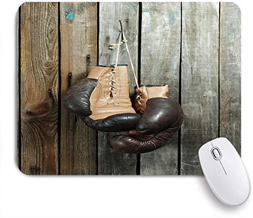Dekoratives Gaming-Mauspad,Braune alte Boxhandschuhe mit einer Spitze über alter Holzwand,Bürocomputer-Mausmatte mit rutschfester Gummibasis