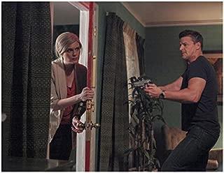 Bones (TV Series 2005 - ) 8 inch x 10 inch Photo Emily Deschanel Opening Door & David Boreanaz w/Gun kn