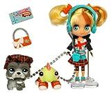 Littlest Pet Shop Hasbro Blythe & Pet Shop de Viaje Londres - Muñeca con Accesorios y 2 Mascotas (Iguana, Perro)