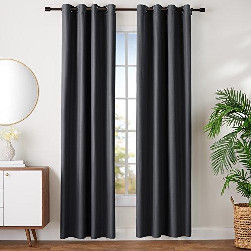 AmazonBasics - Juego de cortinas que no dejan pasar la luz, con ojales, 140 x 245 cm, Negro