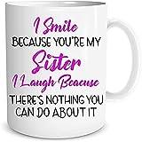 HUANGHHLL Sonrío Porque Son Mi Hermana Me Río Porque No Hay Nada Que Puedas Hacer sobre Ella Taza De Café De 11 Onzas para Cumpleaños Grande Sufrida-White_301-400Ml
