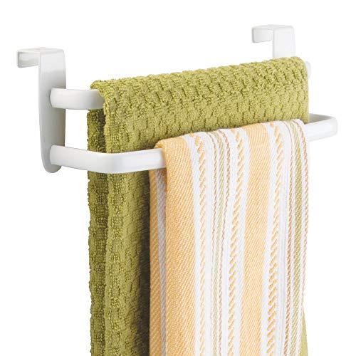 mDesign Barra para colgar paños de cocina – Colgador de cocina doble para colocar en las puertas de los armarios – Toallero de baño curvado de metal – blanco