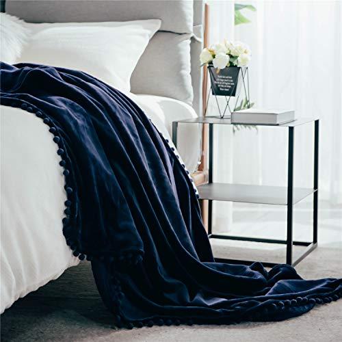 Fleecedecke mit Pom-Poms, kuschelweiche Flauschige Fleece Decke für Couch, Sofa, Bett, verdickte warme Flauschige Decke, Plüsch-Flanellschläfchendecke,130 x 150cm,Marineblau