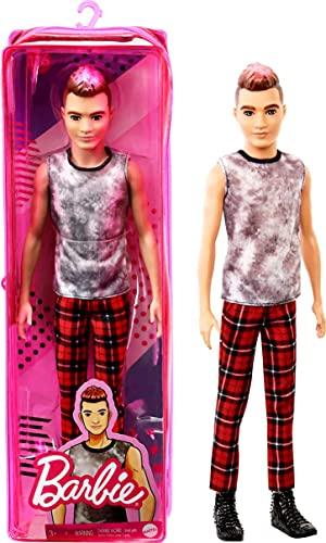 Barbie Ken Fashionista Muñeco rockero con camiseta sin mangas, pantalón de cuadros y accesorios de moda de juguete (Mattel GVY29)
