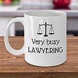 N\A Tasse à café Avocat très occupé Avocat Avocat drôle Cadeau Avocat Avocat au Cabinet d'avocat Blague Cadeau Balance de la Justice Cadeaux