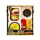 1 presse à steak idéale pour former des steaks bien ronds 10 feuilles anti adhésives pour la presse à burgers 2 bouteilles design Love Burger pour y mettre sauces, ketchup, mayonnaises (sauce non incluse) 5 Fiches recettes (3 recettes de Burger-1 rec...