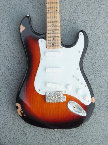 RGM610 Eric Clapton Brownie - Guitarra miniatura (incluye correa de cuero para guitarra)
