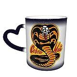 Taza de café con diseño de cobra kai de la marca maichengxuan Cobra Kai que cambia de color en el cielo