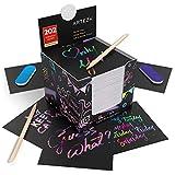 Arteza Blocco Notes da Grattare Scratch da 9.8x9.3cm, Set di 202 Fogli, 200 Notes Arcobaleno e 2 Notes a Motivi Spaziali, Include 2 Scratchers, 2 Temperini, Ideaer Bambini e Progetti Art Fai da Te