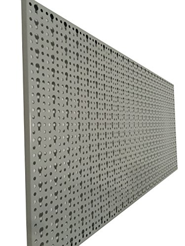 XL Lochblech aus Metall mit Schlüssellochung 25 mm. Pulverbeschichtet in Hellgrau, Stärke ca. 1 mm. Maße 98 x 46 x 1 cm. - 3