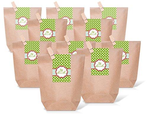 Logbuch-Verlag 25 kleine Papiertüten für Geschenke GRÜN braun weiß gepunktet FÜR DICH Geschenkbeutel Verpackung Gäste Kunden Mitarbeiter Kollegen zum Befüllenbraune Geschenktüten Größe: 14 x 22 x 5,6 cm mit Holzklammer + Tütenverschluß Aufkleber FÜR DICH grün-weiß gepunktet mit rot ein liebevolles Gastgeschenk, Partytüte oder Mitgebsel