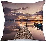Funda de almohada para muelle, barcos de pesca, puesta de sol, nube vieja, perfectamente calmado, parques naturales, orilla, reflejada, colorida, para...