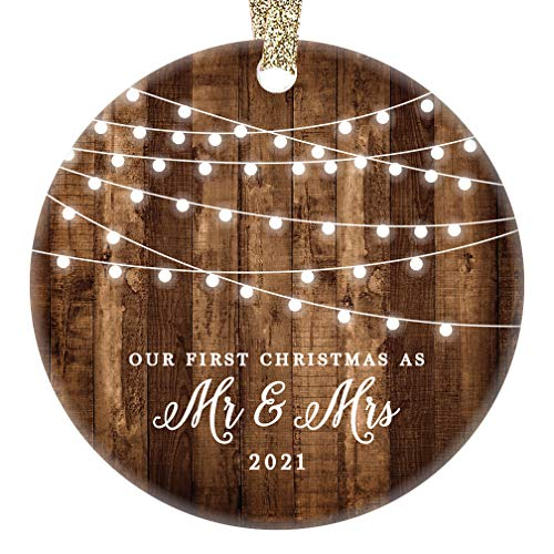 DIGIBUDDHA 2021 First Christmas as Mr & Mrs Ornament Rustic 1st Year Married Newlyweds 3' Flat Circle Porcelain Ceramic Ornament w Glossy Glaze, Gold Ribbon & Gift Box | OR00300_2 Delfino