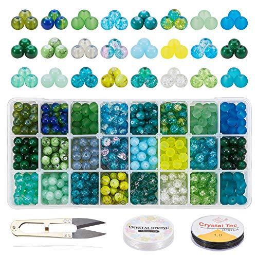 PandaHall 24 Colori 8mm Perline di Vetro St Patrick Day Perline Rotonde Verdi Perline distanziali in Vetro con Forbici, 2 Rotoli di Corde di Cristallo, Aghi per Perline per Braccialetti di Collana