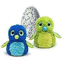 Scopri il tuo Hatchimals Draggles È una magica creatura interattiva che si schiude per davvero All'interno dell'uovo interagisce grazie a luci e suoni Può schiudersi solo con il tuo aiuto Fuori dall'uovo cresce per davvero sbloccando giochi e funzion...