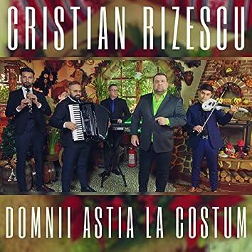Domnii Astia La Costum