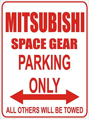 INDIGOS - Parkplatz - Parking Only- Weiß-Rot - 32x24 cm - Alu Dibond - Parking Only - Parkplatzschild - Mitsubishi Space Gear