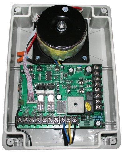 Commande avec boîtier, transformateur pour 24 V entraînements avec des volets émetteur manuel