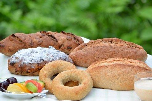 全粒粉100%パン5種類送料込み福袋セット。   ※大好評のセットです。「おいしくて健康」・・・当店の理想です。(天然酵母) Full grain flour 100% Bread 5 types Shipping included Lucky bag s