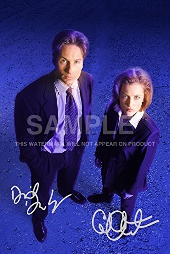 GILLIAN ANDERSON X FILES IN TIGHTS PANTYHOSE SIGNED AUTOGRAPH PHOTO PRINT IN MOUNT by GILLIAN ANDERSON SIGNED