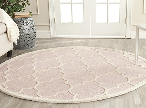 Safavieh Cambridge Collection CAM134M Handcrafted Moroccan Geometric Light Pink and Ivory Premium Wool Round Area Rug (6' Diameter)