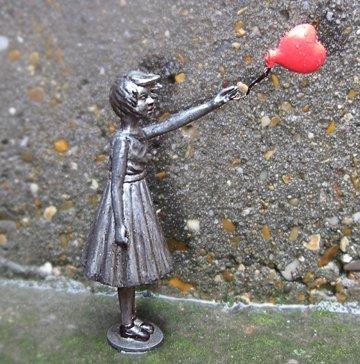 Exclusiva Escultura de Banksy–niña con Globo–Street Art 3D