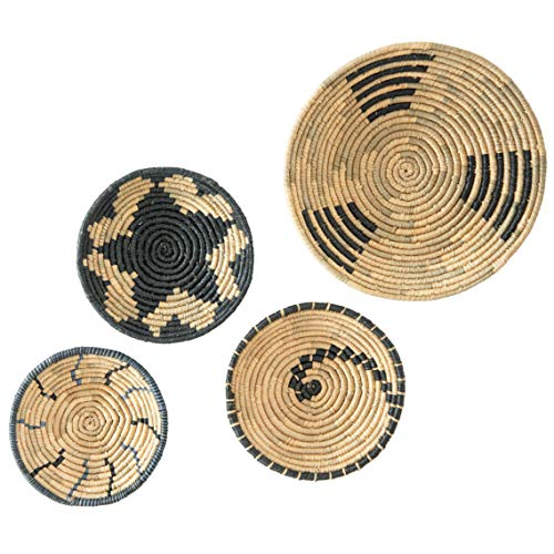 """Artera Wicker Wall Basket Decor - Hanging Woven Seagrass Flat Baskets, Round Boho Wall Basket Decor for Living Room or Bedroom, Unique Wall Art, Set of 4, 23"""" to 13.5""""."""