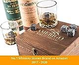 Deluxe Whisky Steine Geschenkset – Sei anders bei der Geschenkauswahl – Luxus Handgemachte Holzkiste mit 2 Whiskey Gläsern – 8 Granit Kühlsteine + Samtbeutel – Whisky Stones Gift Set - 2