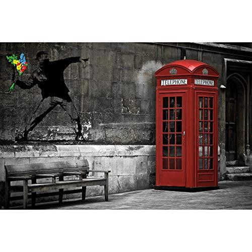 GREAT ART® Fototapete – Love is in The Air Banksy – Wandbild Dekoration London Telefonzelle Tapete Blumenwerfer Bild Street Art Bild Wallpaper Foto-Tapete Wandtapete Poster (210 x 140 cm)