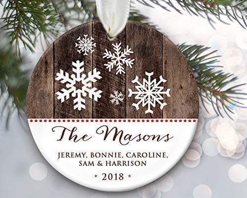 Lplpol Adorno personalizado para bebé pequeño coche rojo de Navidad adorno para niños de cerámica porcelana árbol de Navidad colgante de recuerdo Pedemant, ideal BST421