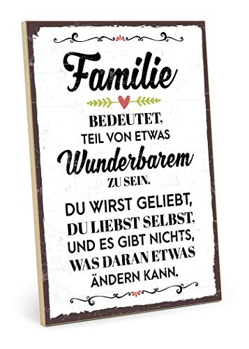 TypeStoff Holzschild mit Spruch – Familie BEDEUTET Teil VON ETWAS WUNDERBAREM – im Vintage-Look mit Zitat als Geschenk und Dekoration (Größe: 19,5 x 28,2 cm)