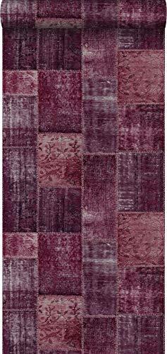 behang Marrakech kelim patchwork tapijt intens bordeaux rood - 148653 - van ESTAhome