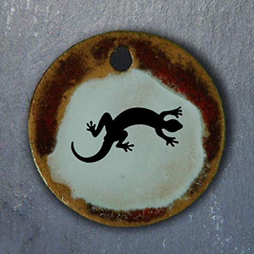Echtes Kunsthandwerk: Schöner Keramik Anhänger mit einer Eidechse; Echse, Reptil, Salamander, Frosch, Lurch, Amphibien, Naturschutz, Tier, Geschenk