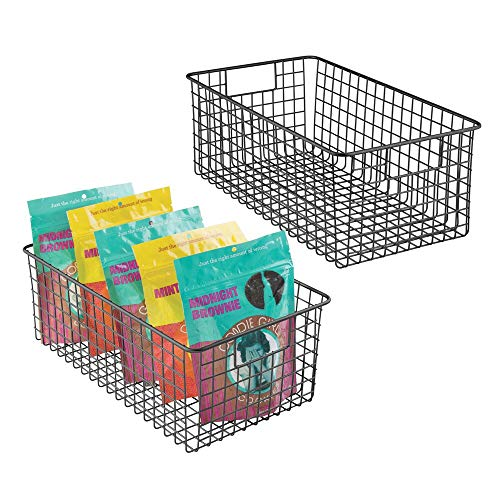 mDesign Juego de 2 cestas metálicas multiusos – Cestas de almacenaje versátiles para cocina, despensa, etc. – Cestas de alambre compactas y universales con asas – negro mate