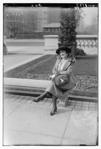 Historic Photographs, LLC Photo: Dux,Women,Seated Outdoors,Benches,Chairs,Brickwork,Gardens,Bain News Service