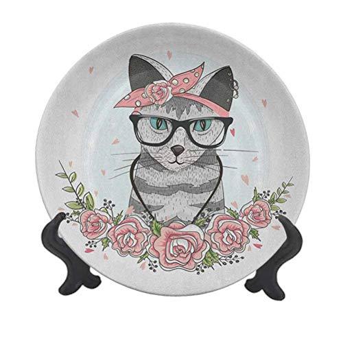 Plato decorativo para colgar de cerámica de 25,4 cm, diseño de gato hipster con gafas, bufanda, collar, pendientes y flores, pequeños corazones, adorno de cerámica para el hogar y la oficina