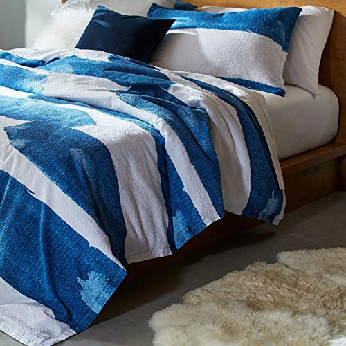 Amazon Brand – Rivet Modern Shibori Watercolor Garment-Washed Stripe, King, Duvet Cover Bedding Set, 90' x 104', Indigo, White