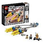 Include 3 minifigure LEGO Star Wars: Anakin Skywalker, Padmé Amidala e Luke Skywalker da anniversario nella sua tuta di pilota di X-wing su un espositore staccabile Il giocattolo da costruzione LEGO Star Wars è dotato di grandi motori, flap estensibi...