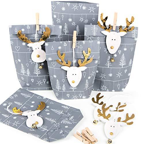 25 x Kleine Weihnachtsgeschenke Verpackung Papiertüte GRAU SILBER WEISS + 25 weihnachtliche Holz Anhänger HIRSCH Rentier gold natur für Kunden Mitarbeiter