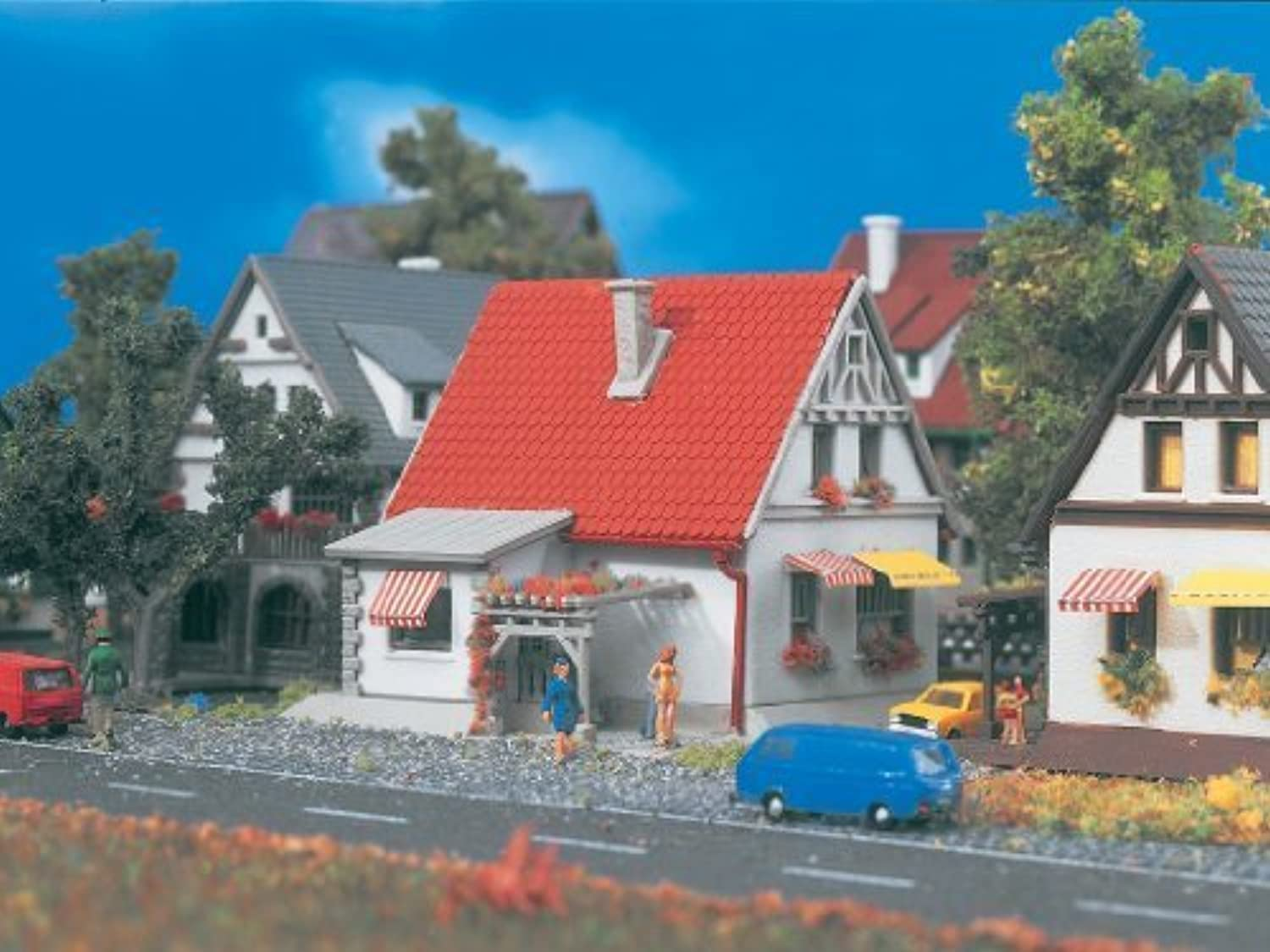 V9574 White House w Red Roof by Vollmer