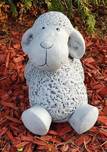 Gartenfigur entspanntes Schaf Trine groß frostfest Handmade Steinfigur Deko für Garten Terassen