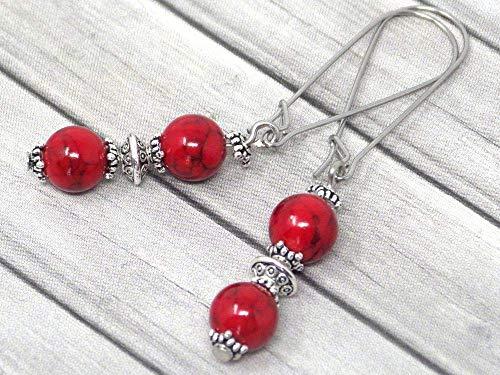 Pendientes de estilo vintage en turquesa reconstituido rojo montados en un elegante aro en acero inoxidable