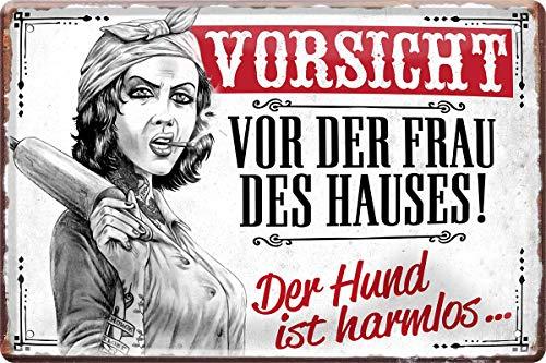 Vorsicht vor der Frau des Hauses. 20 x 30 cm Deko Spruch Blechschild 1331