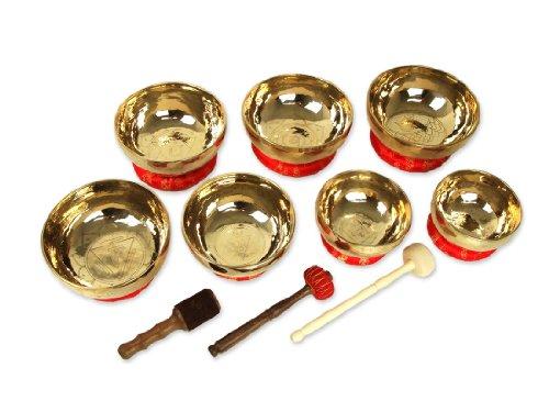 Exklusives Chakren Klangschalen Set handgeschmiedet mit Chakren-Gravur, inkl Ringe zum Aufstellen der Klangschale und drei verschiedenen...