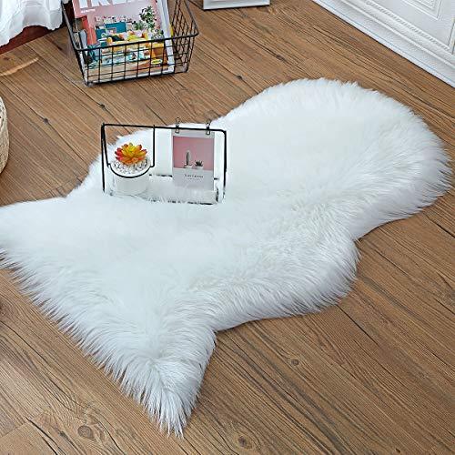 ZCZUOX Faux Lammfell Schaffell Teppich 60 x 90 cm Weiß Rutschfester Faux Lammfell-Teppich Kunstfell Schaffell für Stuhl Sofa Wohnzimmer Schlafzimmer Kinderzimmer
