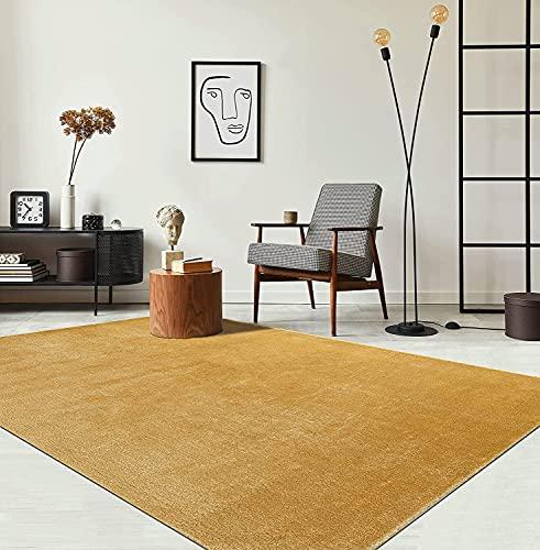 the carpet Relax Moderner Flauschiger Kurzflor Teppich, Anti-Rutsch Unterseite, Waschbar bis 30 Grad, Super Soft, Felloptik, Gold, 160 x 230 cm