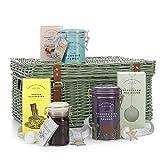 Cartwright & Butler Christmas Afternoon - Cesta para té (golosinas festivas) - Contiene caramelo, té plano y más - Presentado en cesta de mimbre, regalo de Navidad perfecto - Lujo 1 cada 1,03 kg