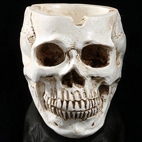 Aschenbecher in gruseliger Schädelform als Halloween-Dekoration