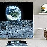 SHENGLIPINK Stoff Duschvorhang & Matten Set,Blue Space Earth vom Mond aus gesehen von der NASA Outer View Landing eingerichtet,wasserdichte Badvorhänge mit 12 Haken,utschfeste Teppiche