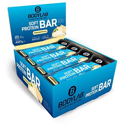 Bodylab24 Soft Protein Bar 12 x 35g, Kleiner softer Protein-Riegel mit einer Extraportion Protein, 11g Eiweiß pro Riegel, High Protein Low Sugar, Fitness-Snack mit wenig Zucker, Cheesecake
